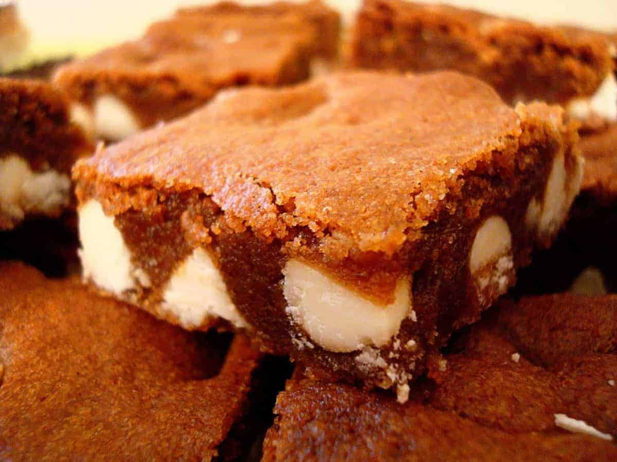chocolate gingerbread squares with white chocolate chunks
