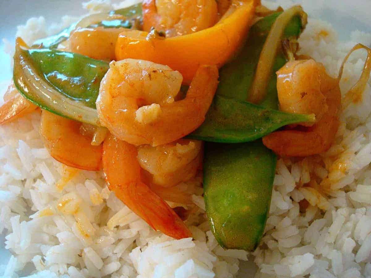 shrimp and snow peas on white rice