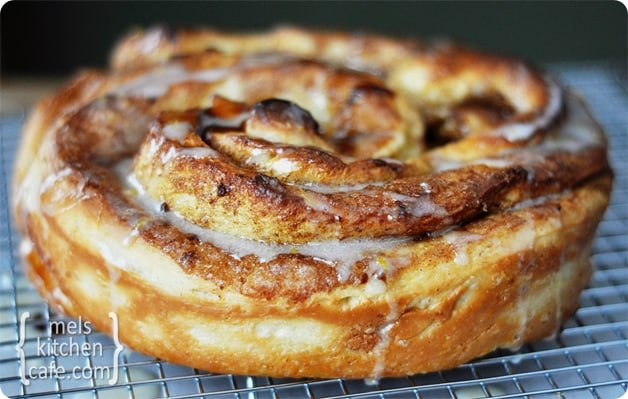 Giant Cinnamon Rolls With Step By Step Photos Mel S Kitchen Cafe
