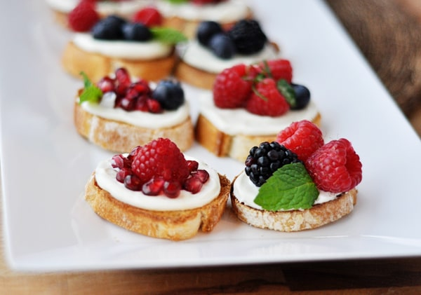 Simple sweet berry bruschetta mel 39 s kitchen cafe for Canape toppings ideas