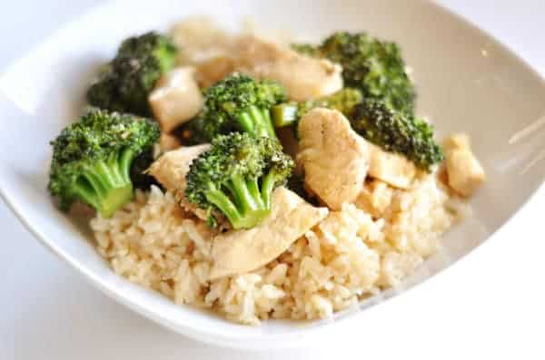 white bowl with rice, chicken pieces, and broccoli