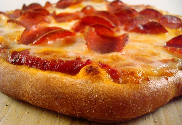 side view of cooked pepperoni pizza