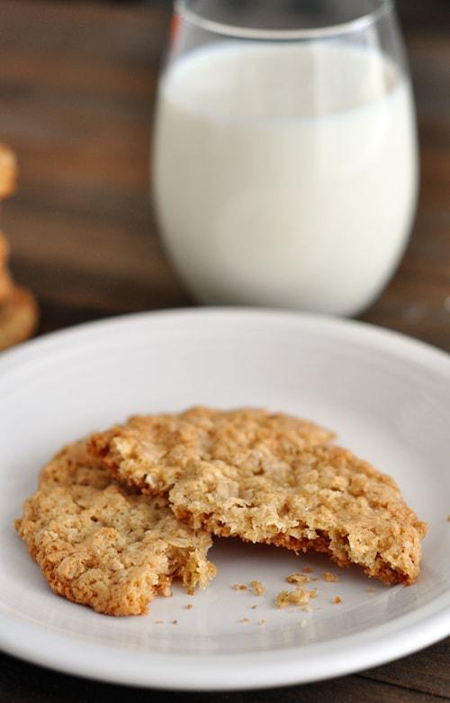 Thin and Crispy Oatmeal Cookies