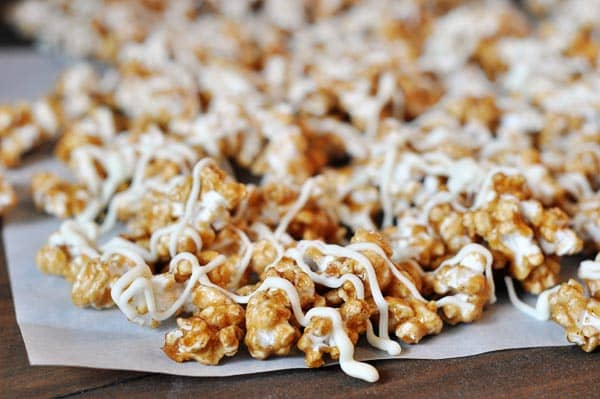 Cinnamon Roll Caramel Popcorn {Sugar Rush Gift Edition #1}