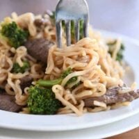 Easy One Pot Beef and Broccoli Ramen Noodles