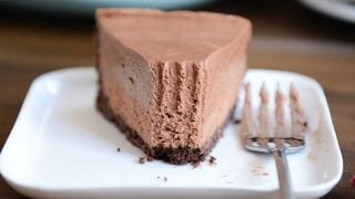 No-Bake Creamy Chocolate Cheesecake