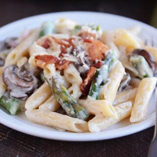 One Pot Creamy Asparagus and Bacon Pasta