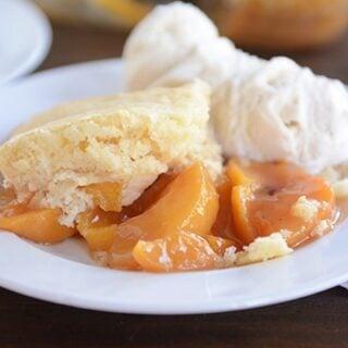 Classic and Delicious Peach Cobbler