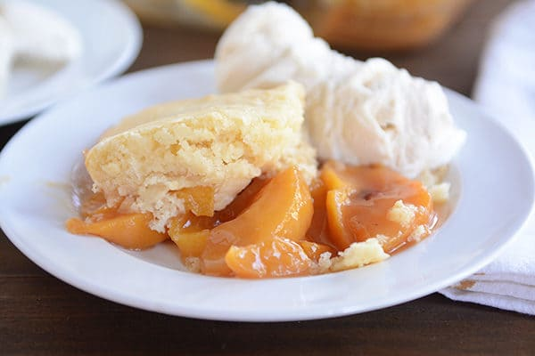 Classic and Delicious Peach Cobbler