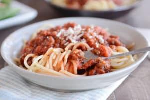 15-Minute Quick Weeknight Homemade Spaghetti Sauce