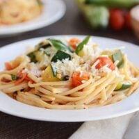 Fresh Zucchini and Tomato Linguine {20-Minute Meal}